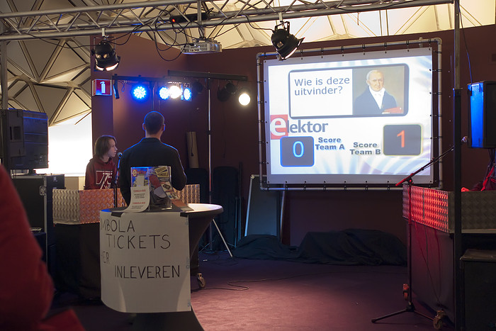 Quiz met lampen, touchscreens & beamer